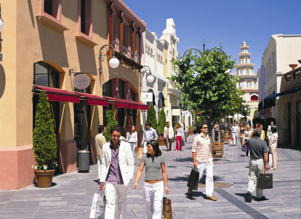 Book taxi madrid las rozas village outlet shopping - The first outlet las rozas ...